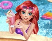 Принцесса-русалка в бассейне