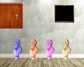 Побег из дома со статуями