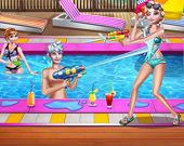 Вечеринка сестёр у бассейна