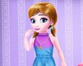 Маленькая принцесса Миа купается