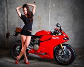 Мотоцикл и девушки слайд 2