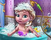 Веселье в ванной вместе с ребёнком Ледяной королевы