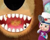 Девочка и медведь. Игра в стоматолога